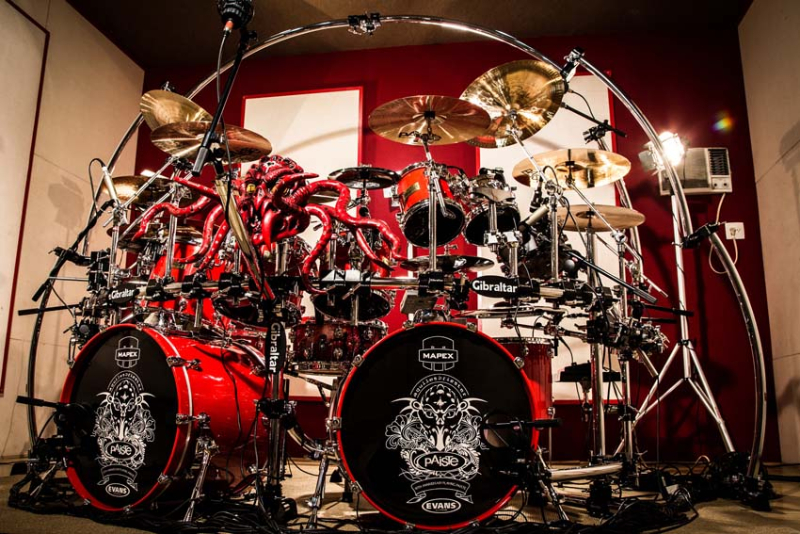 Aquiles Priester Official Website